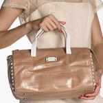Как разгладить кожаную сумку?