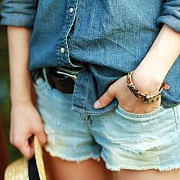 с чем носить кожаный браслет джинсовая одежда