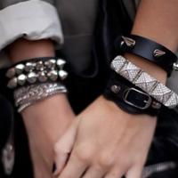 с чем носить кожаный браслет